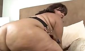 Gordinha faz gozar fazendo anal completo !