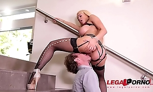 Intense cowgirl rides in put emphasize stairway gives Luna Star shivers be fitting of pleasure GP372