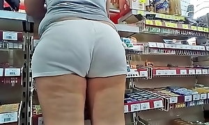 Candid phat hot ass close by lifeless shorts (no sound)