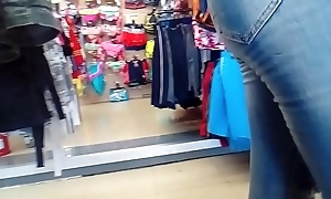 Open 2 sexy lalin girl employees with big up to here jeans and leggings (no sound)