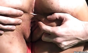 BBW gives tit-job hale spreads trotters
