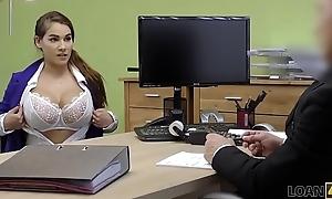 LOAN4K. Des nouveaux seins ne vont pas r&eacute_soudre tes probl&egrave_mes d'_argent. Ou pas?