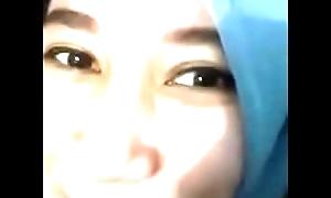 Cewek Hijab Disemprot Sperm (Facials)