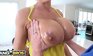 BANGBROS - Broad in the beam Booty MILF Lisa Ann Fucked By Tony Rubino and Mirko Steel