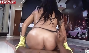 Latina Cleaning Wench Likes round Curry Cum Off Beamy Rods