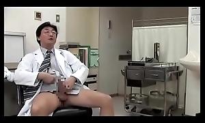 Japanse slet vrouw geneukt met man'_s arts (Zie meer: shortina.com/srhAYVPa)