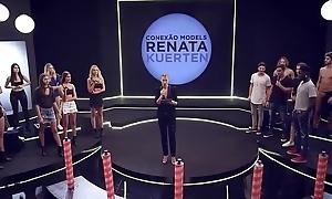Ninfetas brasileiras Emily Garcia e Maura Maurer participam do jogo do Bunch Quiz