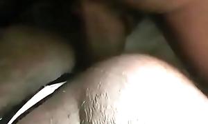 Colocando s&oacute_ a cabecinha na portinha do cuzinho no pelo