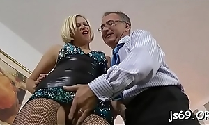 Slut with ideal body acquires the bigger cock than expected