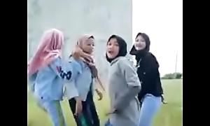 Ngocok Kontol Lihat cewek berjilbab Bahan Coli Indonesia