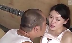Japanse slet vrouw geneukt met reparateur (Zie meer: bit.ly/2AwazEk)
