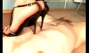 Russian slim student dominates burnish apply guy ordering him to lick her shoes together with feet. www.lifecamgirls.com