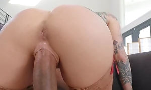 Tattooed pornstar enervating stockings bonks hyacinthine dude on the divan