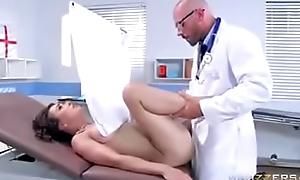 Corno Esperando a mulher e o doutor comendo a paciente