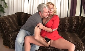 Curvy blonde mature close by natural boobs gets rewarded close by a good fuck